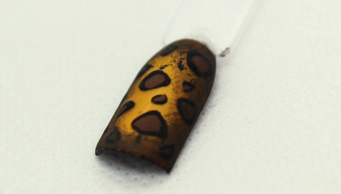 Леопардовый маникюр с золотой фольгой