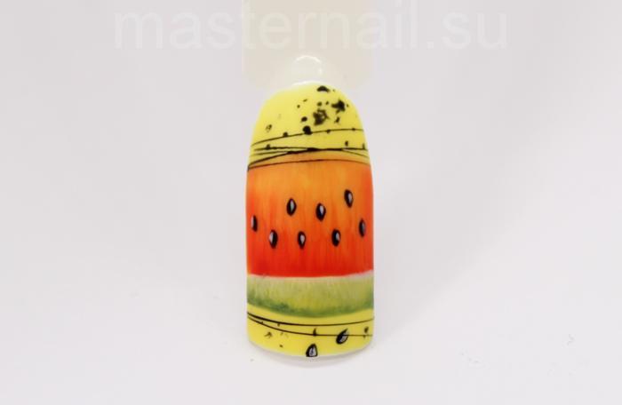 Маникюр с арбузом на желтом фоне