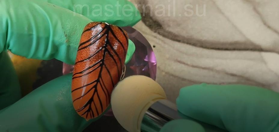 Пошаговая инструкция к выполнению осеннего оранжевого маникюра